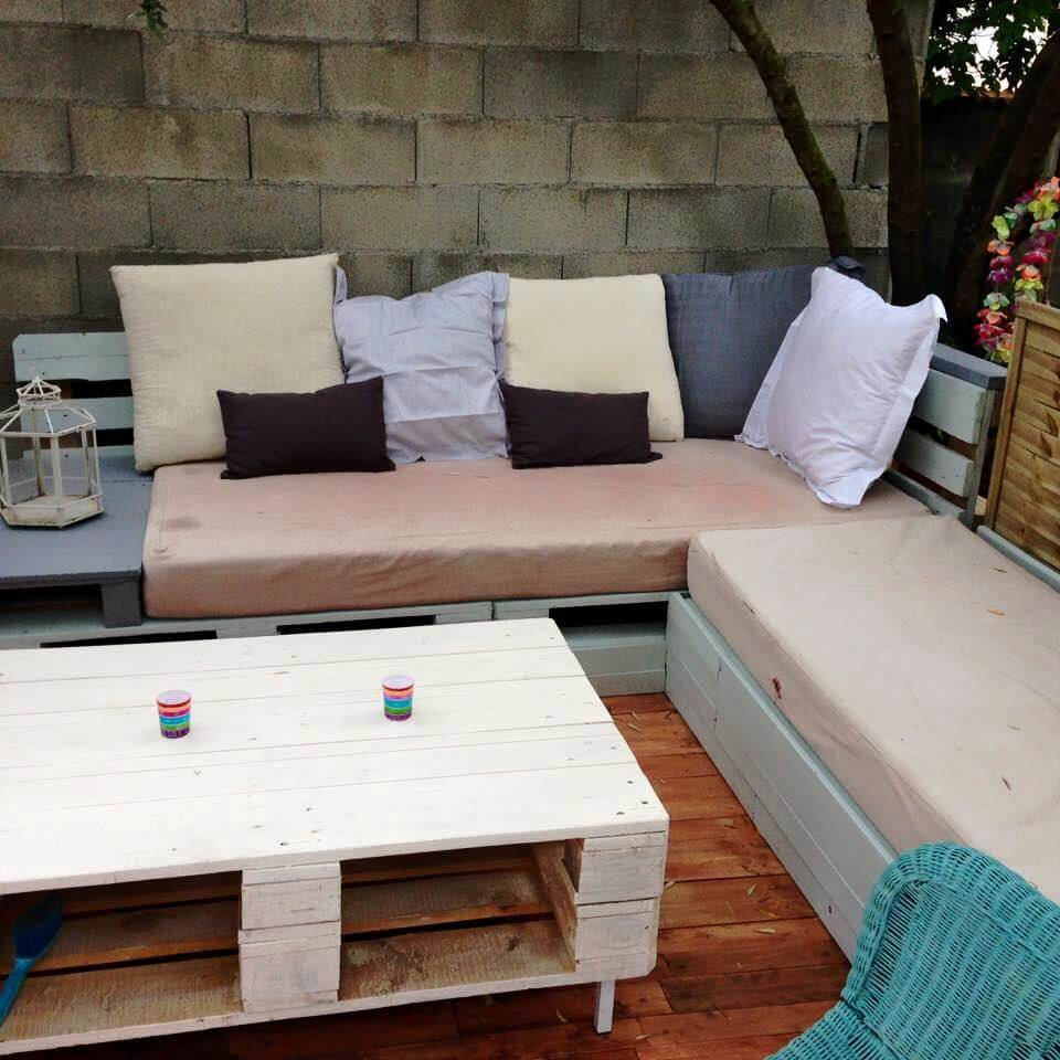 pallet terrace deck with small relaxation corner 101 pallet ideas. Black Bedroom Furniture Sets. Home Design Ideas