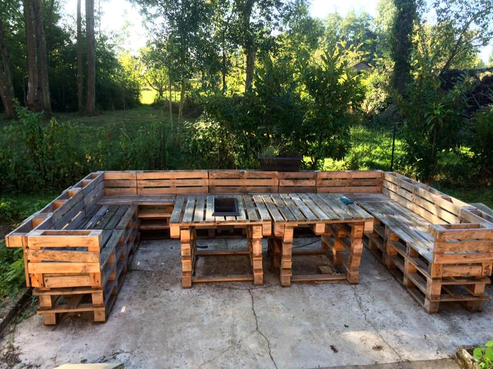 upcycled wooden pallet patio sofa set