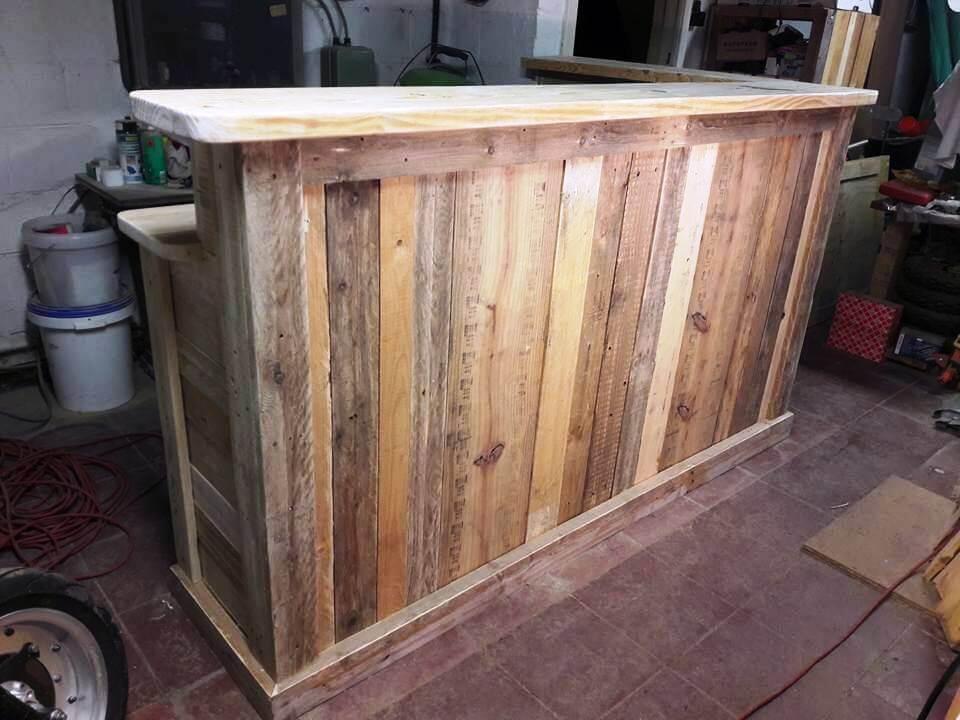 DIY Pallet Bar With Custom Built in Shelves 101 Ideas