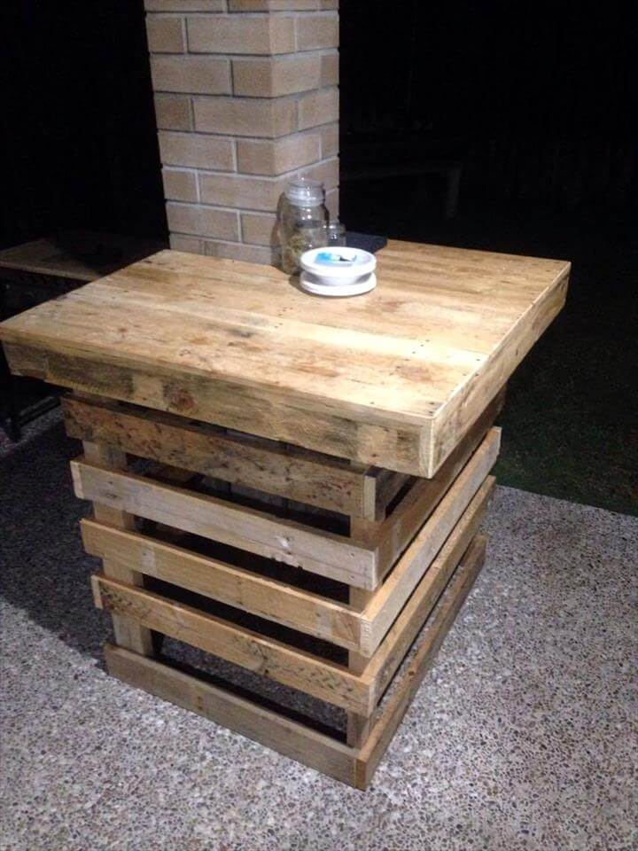 reclaimed pallet table that fit to a pillar