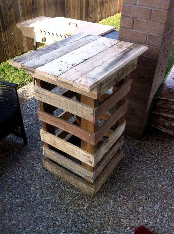 self-made pallet vase stand or outdoor party table