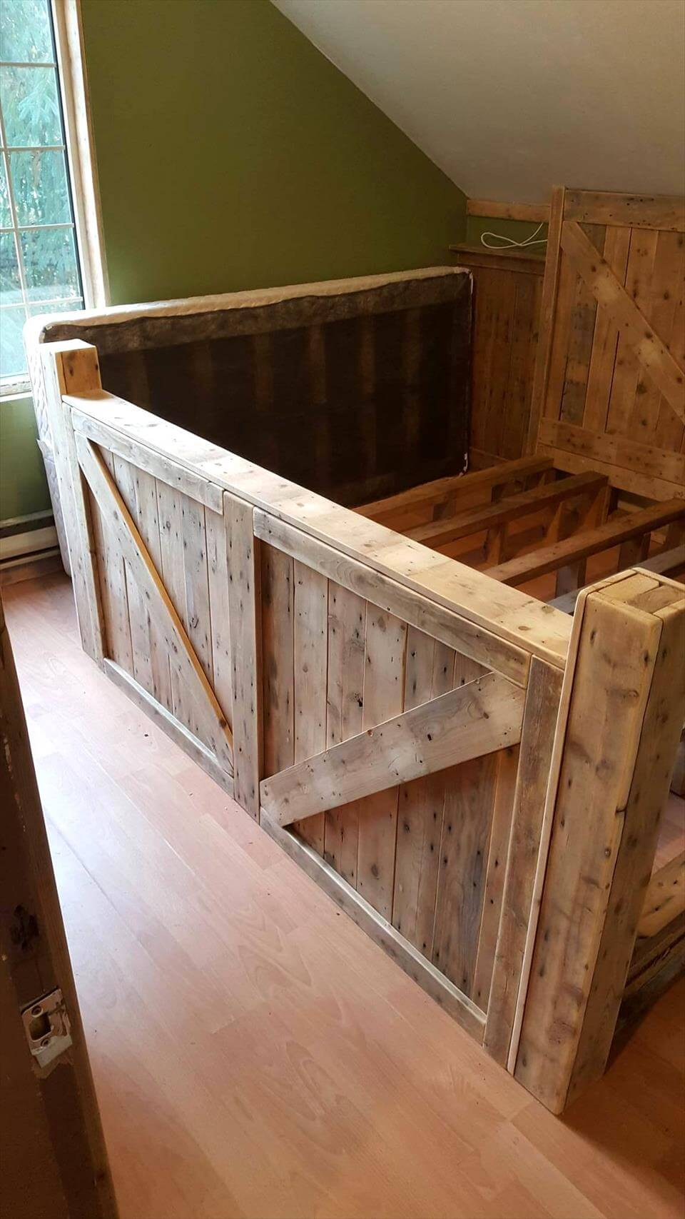 Wooden pallet headboard. wood pallet bed size. fashinable master ...