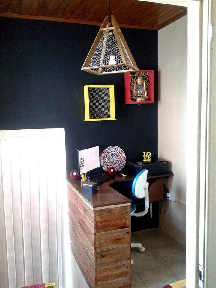 Corner Pallet Computer Desk for Small Home Office